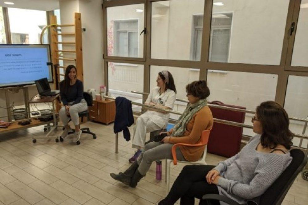 ישיבת צוות במרכז גריאטרי - גולדן קר , ג'יקר